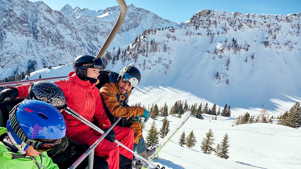 Hotel Sonne-Brand – Familie am Skifahren